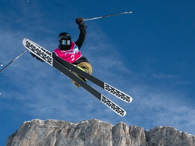Freesyle Skier Hunter Carey flies to Silver
